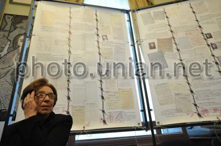 """Iryna Kalyneć u Muzeji """"Tiurma na Lonćkoho"""" u deń pam`jati studentiv, zasudženych u """"spravi 59"""", foto z archivu UNIAN"""